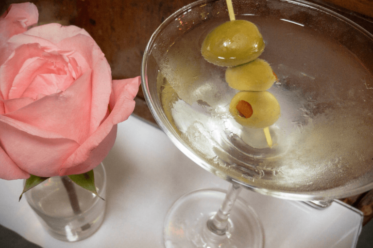 how to make dirty vodka martini, dirty martini recipe